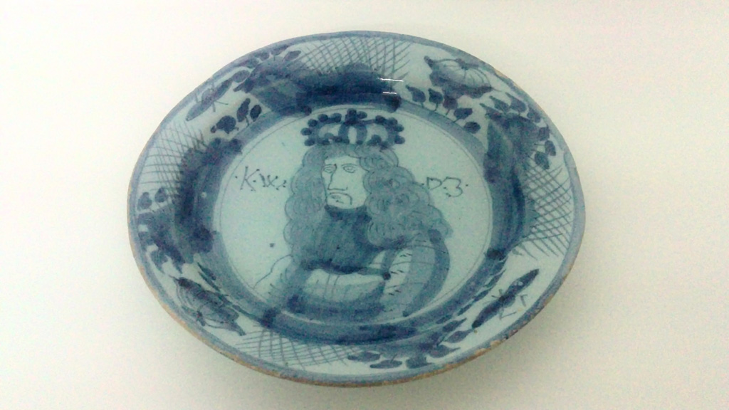 Delft plate King William III - restored