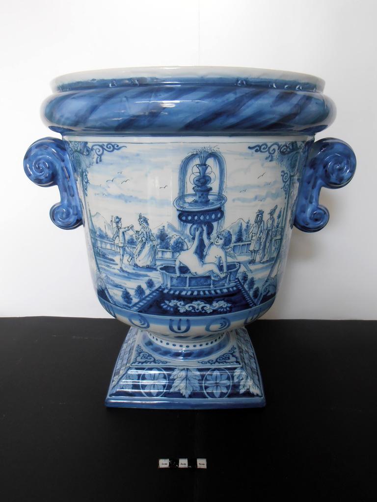 Delft Urn A – restored