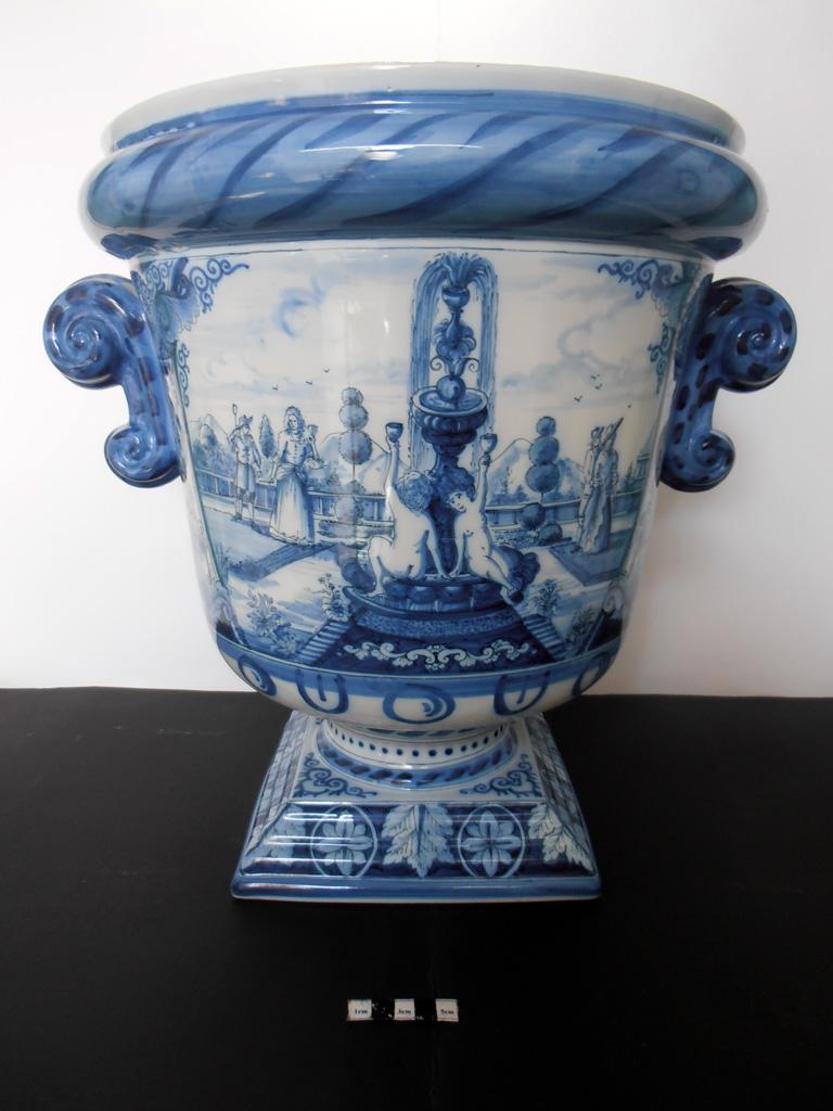 Delft Urn B – restored