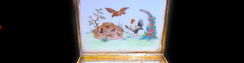 porcelain-snuff-box-4.jpg